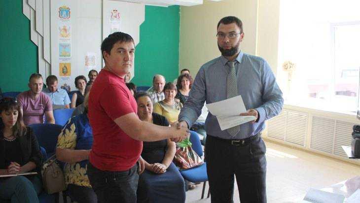В Брянске вручили гранты 4 опытным и 11 начинающим фермерам