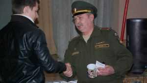 Брянские следователи задержали за взятки военкома
