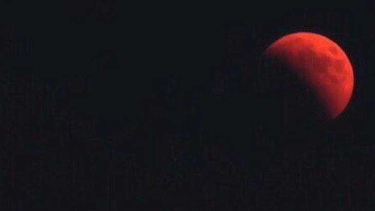 Брянцы в соцсетях опубликовали фотографии «кровавой Луны»