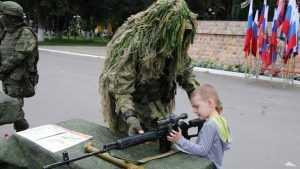 В Клинцах показали выставку военной техники «На страже Отечества»