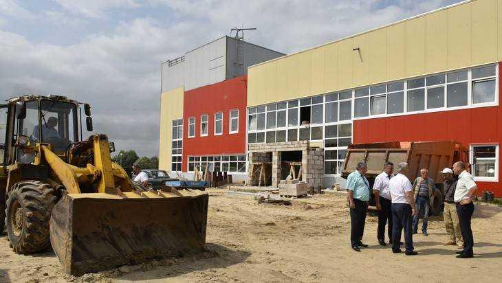 Оборотов посетил строящиеся спортивные объекты в Брянской области