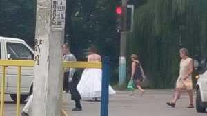 Брянцев поразила фотография сбежавшей невесты в белом платье