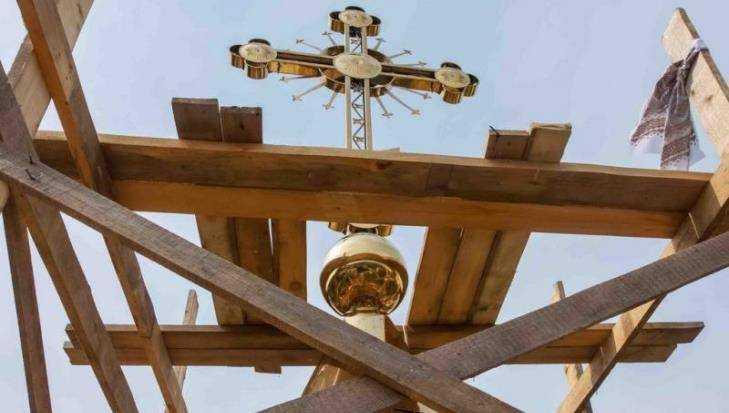 В Дятькове на строящемся храме Сергия Радонежского установили крест
