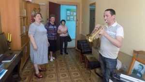 В Клинцах школа искусств получила саксофоны от президента Путина