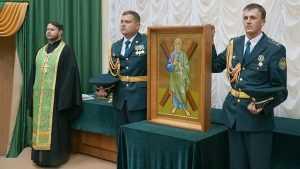 Брянские таможенники установили в ведомстве икону Андрея Первозванного