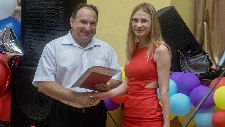 В Брянском техническом университете отличникам вручили дипломы