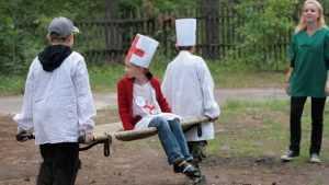 Волонтеры-медики начали работу в брянских детских лагерях