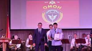 Брянский губернатор поздравил сотрудников ОМОНа с 25-летием отряда