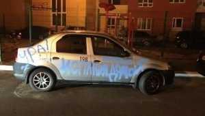 Брянец разрисовал автомобиль в честь исторической победы сборной России
