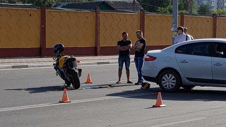 Иномарка столкнулась с мотоциклом возле Бежицкого рынка в Брянске