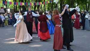 Брянцев в День семьи пригласили на бал в парке-музее Толстого