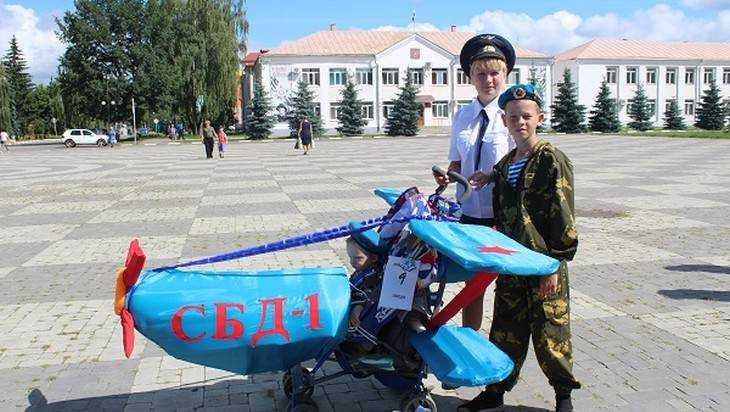В День семьи, любви и верности в Стародубе прошёл парад колясок
