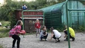 В Брянске чиновники и архитекторы выдавили детей на крыши гаражей
