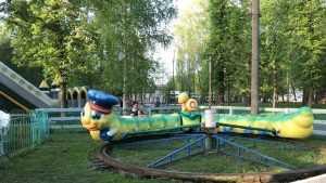 В Брянске три девушки разгромили и обворовали Майский парк