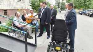Брянские власти передали ветеранам боевых действий инвалидные коляски