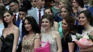 В школах Брянска завершилась череда выпускных балов