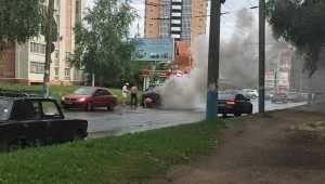 В Советском районе Брянска на улице Костычева сгорел УАЗ