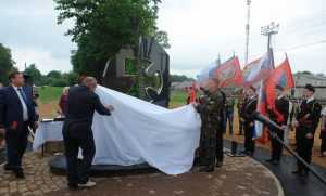 В Дубровке открыли памятник воинам-участникам локальных конфликтов