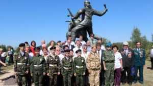 В Севске в День города открыли памятник воинам лыжной бригады