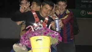 В Жуковке страдающие пивохлебы искорежили цветочные вазы-велосипеды