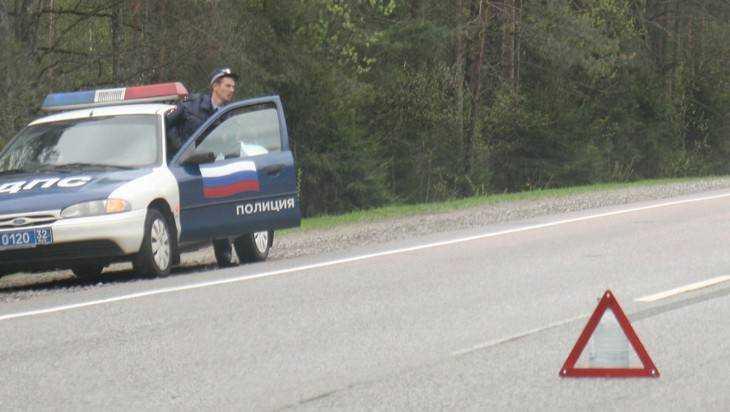 Пенсионер на Volvo спровоцировал серьезное ДТП на брянской трассе