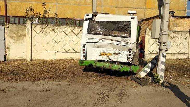 В Брянске три человека пострадали в ДТП с двумя автобусами на Речной