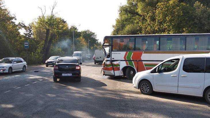 В Брянске при столкновении автобусов пострадали 5 человек