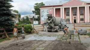В городе Фокино приступили к благоустройству скверов и дворов
