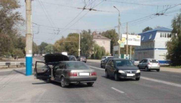 В Брянске на Литейной столкнулись три иномарки – погиб водитель Audi