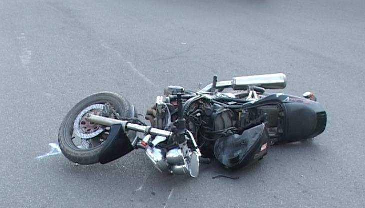 В Брянске неизвестный водитель опрокинул мотоциклиста и скрылся