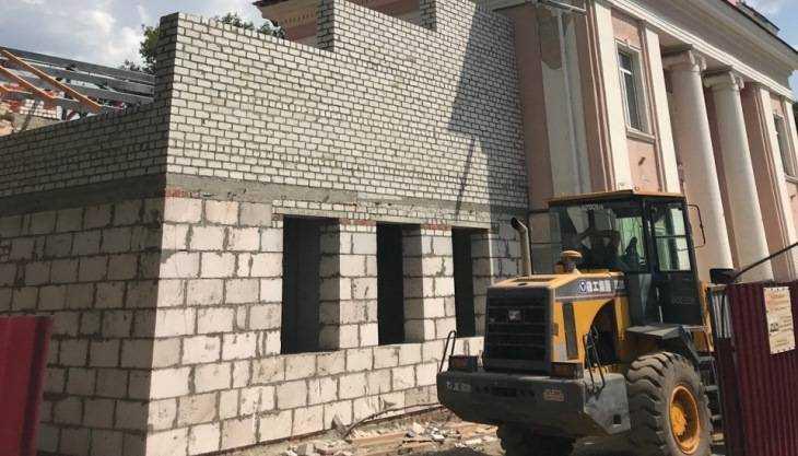 В Брянске заместитель губернатора Коробко оценил ремонт театра кукол