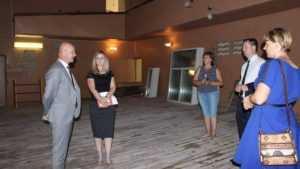 В Почепском районе замгубернатора Коробко оценил ремонт дома культуры