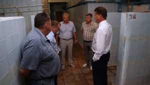 Градоначальники Брянска заглянули в баню № 2 и огорчились