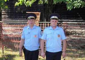 В посёлке Навля инспекторы ДПС спасли школу от огня