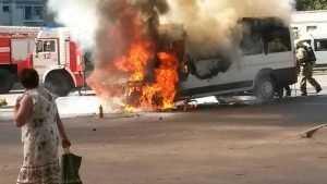 В Брянске возле камвольного комбината дотла сгорела маршрутка