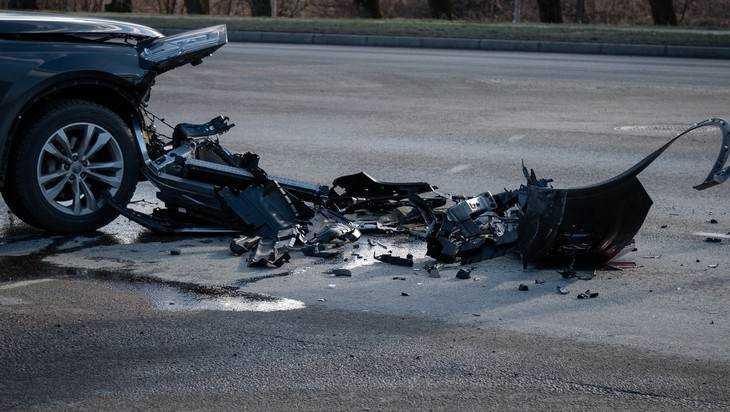 В Карачеве столкнулись мотоцикл и легковушка