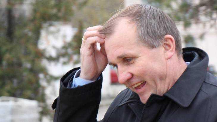 Мэра Брянска Макарова возмутила дырявая крыша многоэтажного дома