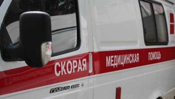 В Мглине ВАЗ врезался в стоявший фургон – пострадали три человека