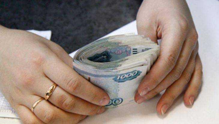 В Почепском районе мошенница продала пенсионерам платок за 13500 рублей