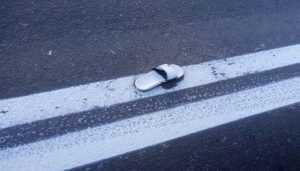 В Брянске нанесли разметку по оставленному на дороге тапку