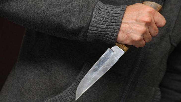 Житель Брянска в пьяном угаре ударил ножом полицейского