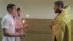 В брянской колонии обвенчали заключенного и его избранницу