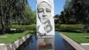 В Новозыбкове вновь вспыхнул Вечный огонь у памятника «Скорбящая мать»