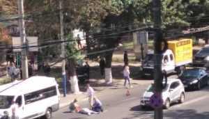 В Брянске возле автовокзала маршрутка сбила женщину
