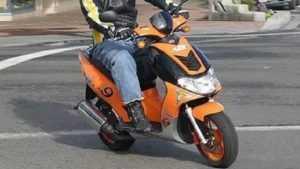 В Брянске в засаду ГИБДД угодил 14-летний скутерист без «прав»