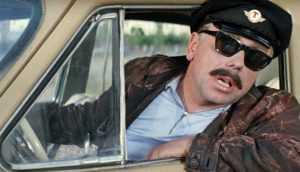 В Брянске хитрый таксист снял 5200 рублей с карты забывчивой женщины
