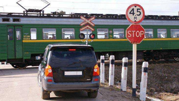 В Навле железнодорожный переезд закроют на два дня