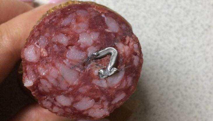 Житель Брянска нашел железо в колбасе