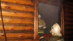 Под Брянском в Супоневе огнеборцы потушили горевшую баню