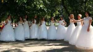 В Клинцах на ярком празднике невест собрали деньги для больных детей